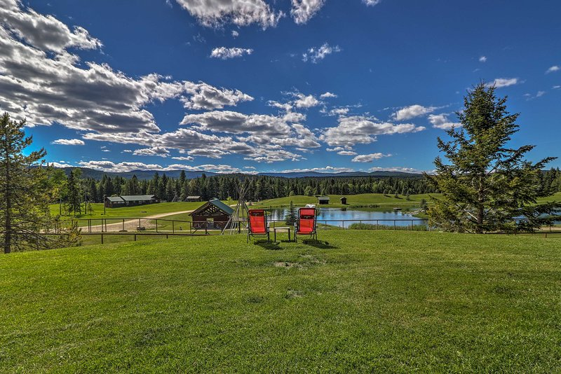 Trego Resort -Style Cabin w/Lake,Trails & 40 Acres, holiday rental in Trego