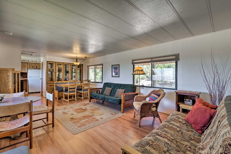 Downtown Moab is just 18 miles from this vacation rental, 'Sunset Cabin!'