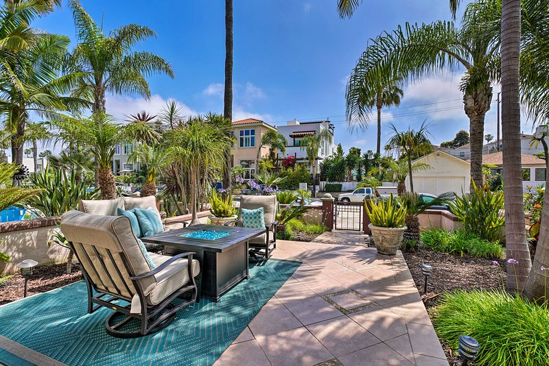 Luxe Home w/Rooftop Patio: Walk to Oceanside Beach, location de vacances à Oceanside