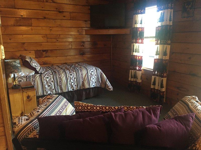 Buck Rub Lodge #7 in Pittsburg, NH, holiday rental in Pittsburg