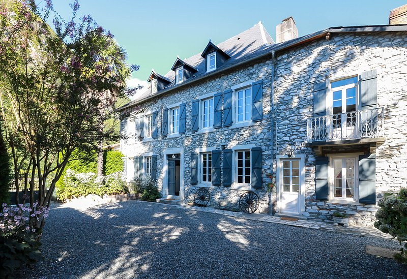 Le domaine des 3 marmottes--- Chambre Crabere, holiday rental in Siradan