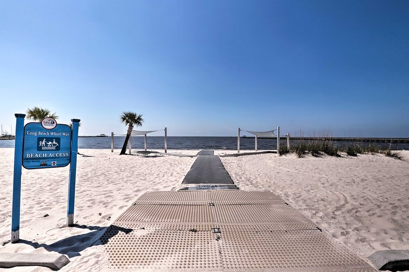 You'll be only 6 blocks from the public beach!
