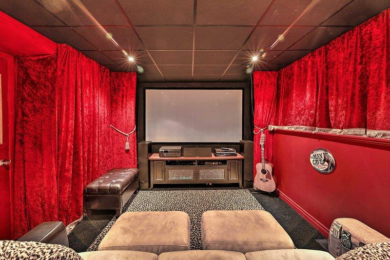 Anchorage Abode w/ Turnagain Arm Views & Theatre!, aluguéis de temporada em Hope