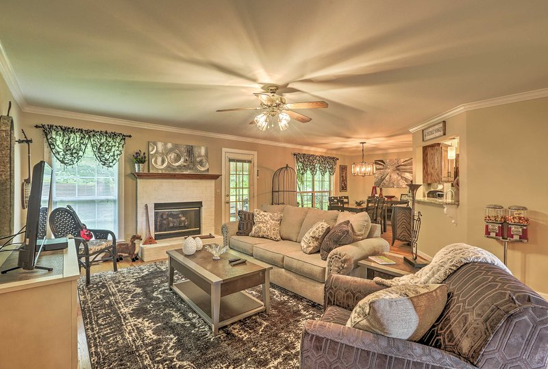 Elevate your Franklin, Tennessee retreat with this one-of-a-kind abode!