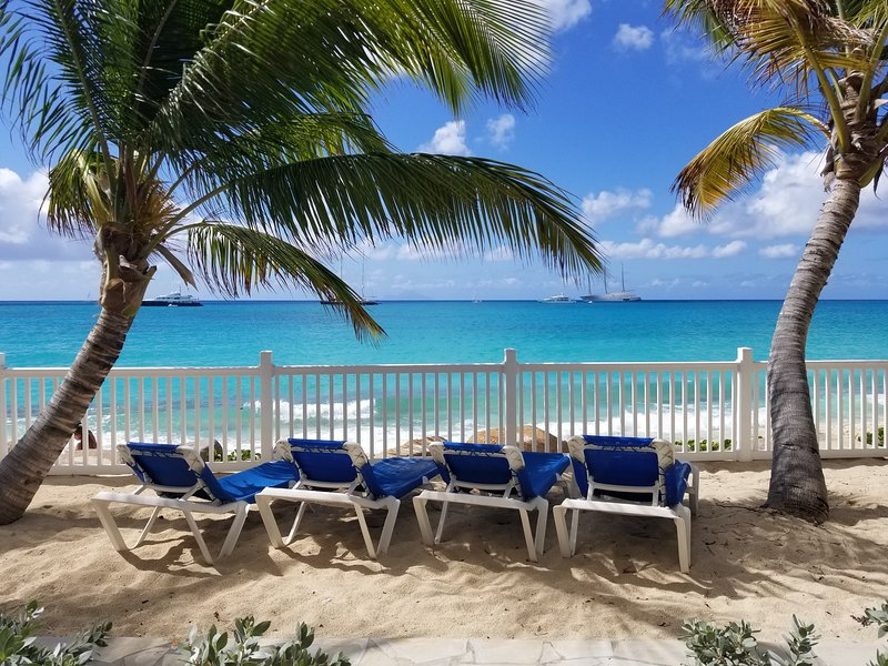 Popular Beachfront property/ Barefoot in SXM, vacation rental in Simpson Bay