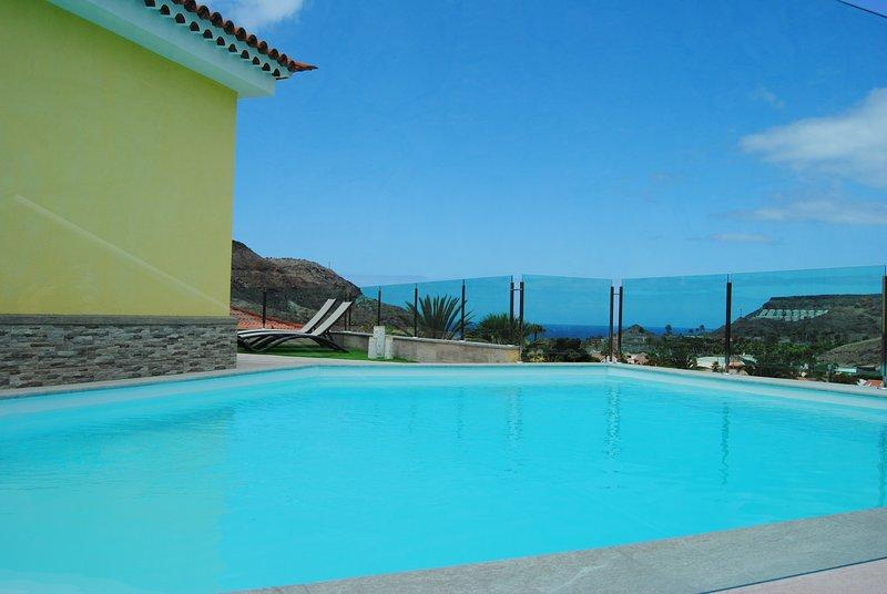 VILLA FRENTE AL MAR, PISCINA PRIVADA Y TERRAZA, vacation rental in La Playa de Tauro