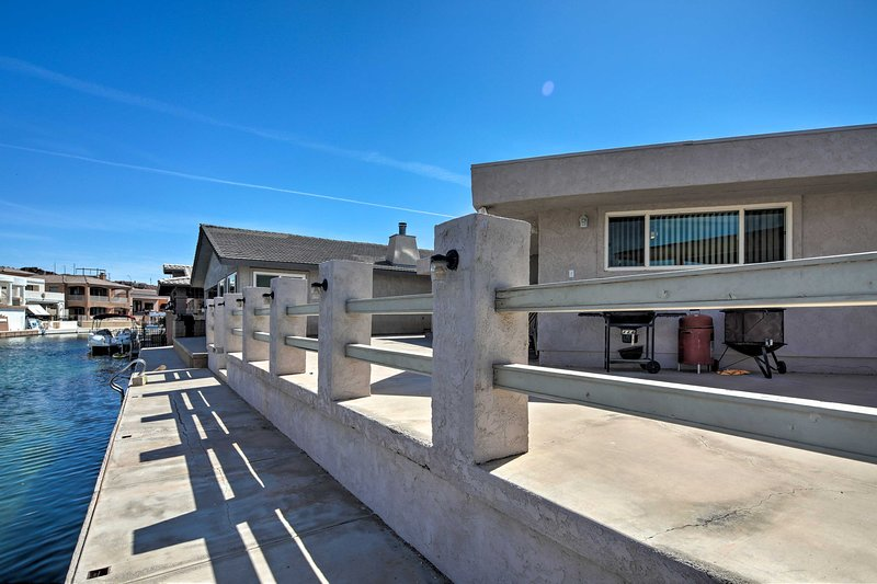 Waterfront Parker Home w/50-Foot Dock Access, holiday rental in Parker