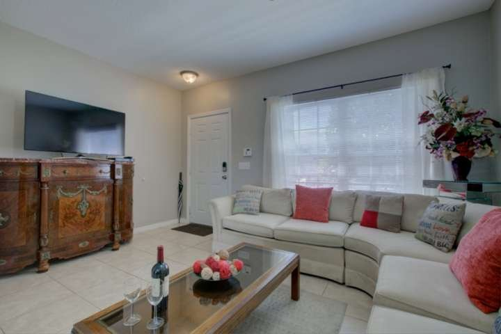 Two Story Unit Townhome, WiFi, Tennis, Stainless Kitchen,  Heated Pool, Close to, location de vacances à Oneco