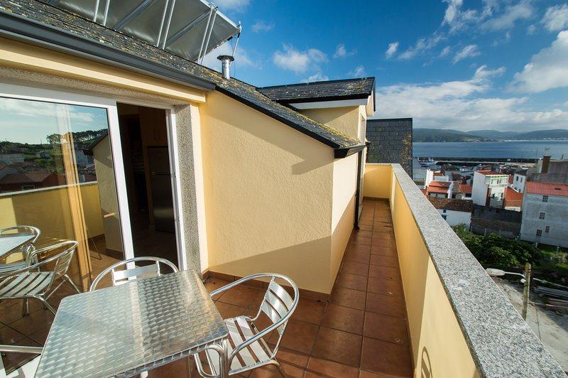 Apartamento con terraza y vistas al mar. Situado en la Ría de Corme y Laxe., holiday rental in Neano
