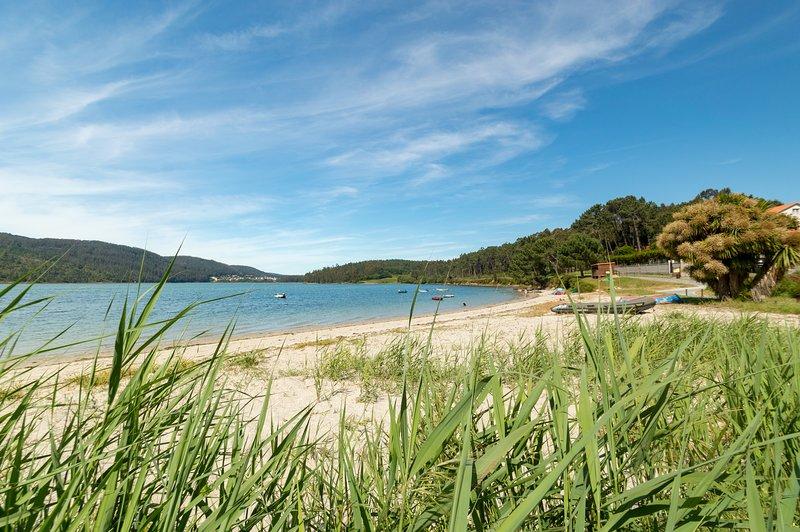 Apartamento en Galicia cerca de la playa, y a 10 m. de Laxe (La Coruña)., holiday rental in Neano
