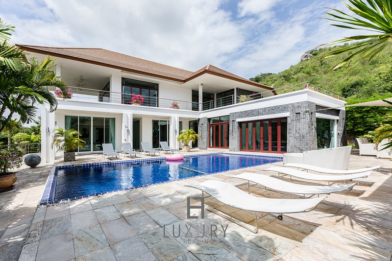 5 BEDROOM UNIQUE POOL VILLA WITH SEA VIEW, holiday rental in Khao Tao