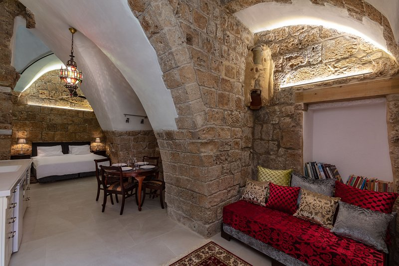 Alma - THE KNIGHT'S SUITE, alquiler de vacaciones en Acre