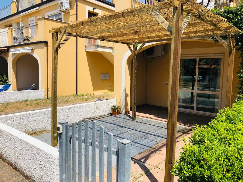 One bedroom apartment Pizzo Beach Club 16G, vakantiewoning in Acconia