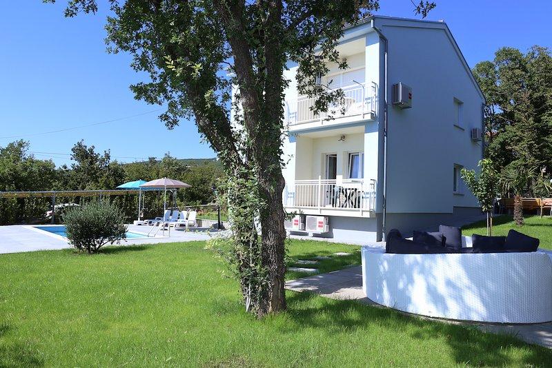 villa sidro, holiday house 10 persons, swimming pool, Jadranovo, highway, Rijek, holiday rental in Jadranovo