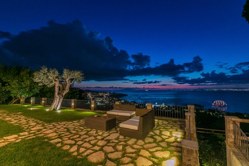 Garden, Relaxing area & Seaview at sunset