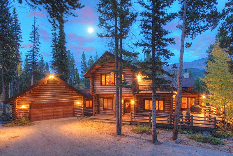 6,000 Square-Foot Log Rustic Retreat-Peaceful Setting-Pool Table and Hot Tub, location de vacances à Breckenridge