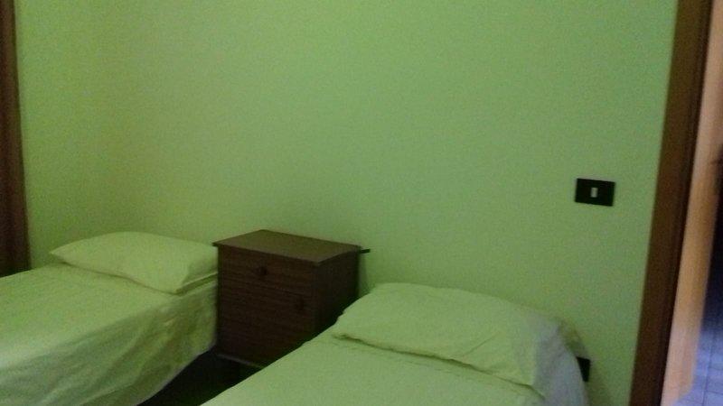 Dormitorio 2 con dos camas individuales.