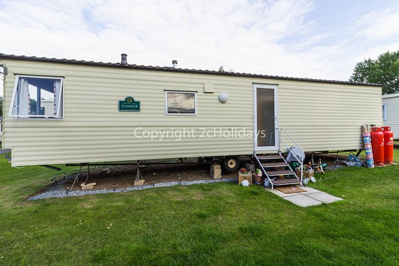 8 berth caravan for hire at the Wild Duck Haven Park Norfolk ref 11012BC, holiday rental in Haddiscoe