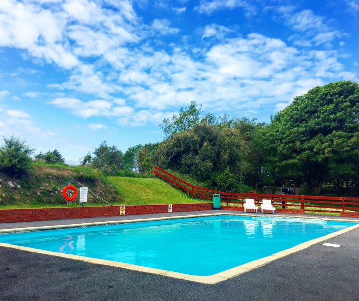 Snowdrop Cottage Willingcott Woolacombe (outdoor pool), holiday rental in Bittadon