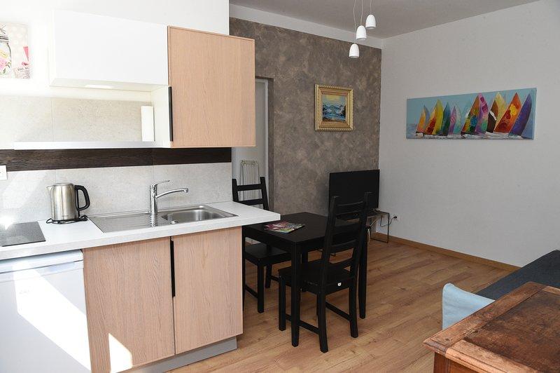 JOLI F2 RDC RIGAUD, holiday rental in Saint-Jean-de-Vedas