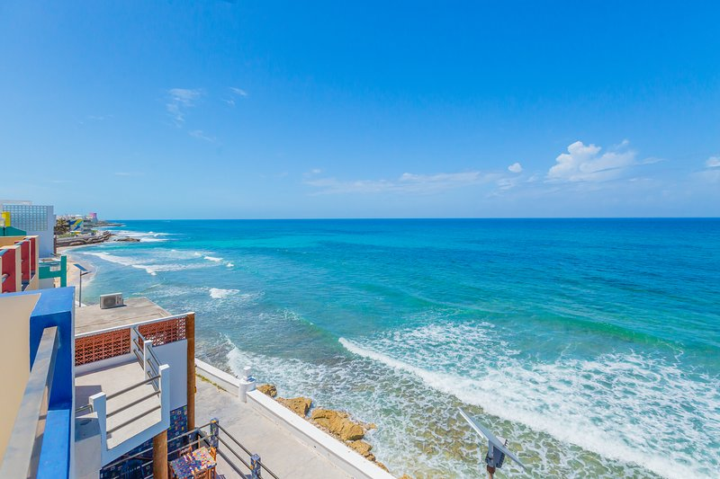 Luxury Oceanfront Retreat Downtown Private Pool (4/4) Walk to North Beach, holiday rental in Isla Mujeres