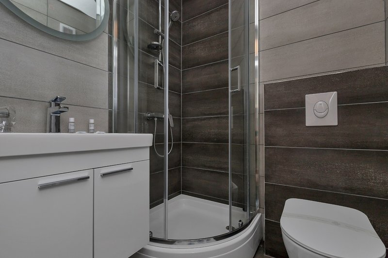 SA (2 + 1) A: baño con inodoro.