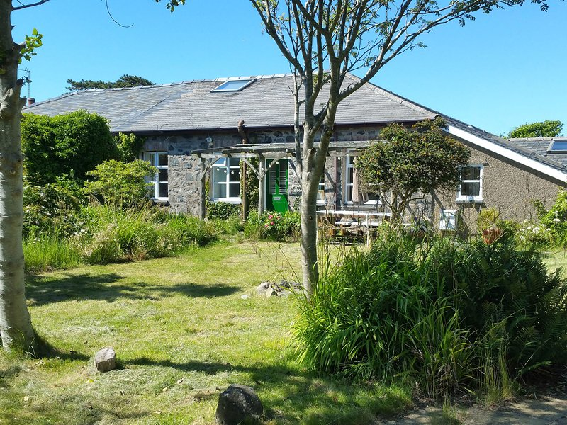 TYRAU TYWYN, pet-friendly, WiFi, in Tywyn, vacation rental in Tywyn