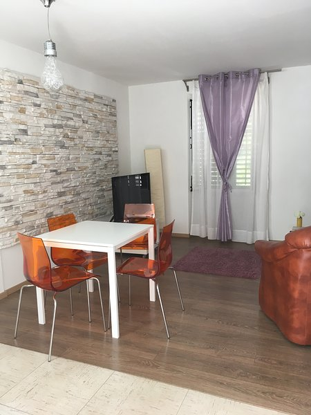 Apartment Coral 1, large 2 bedroom, near sea/beach, parking, garden, alquiler vacacional en Opatija