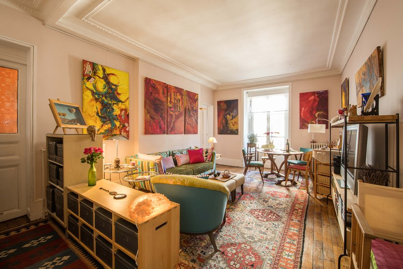 Discover Central Paris from an Artsy Private Apartment at Invalides Eiffel Tower, holiday rental in Paris
