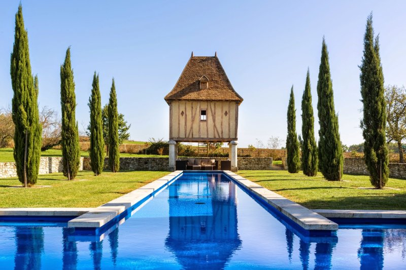 Lovely cottage for 6 with stunning 29m long pool / Beau gite avec piscine de 29m, holiday rental in Eymet