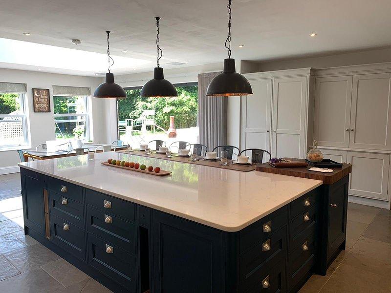 Beautiful Country House set in 11 acres, Sleeps 14, vacation rental in East Grinstead