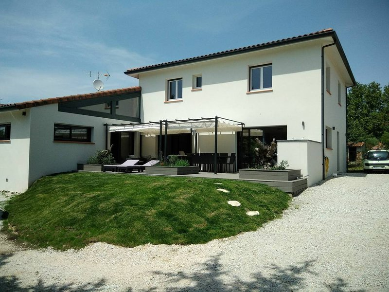 Grande maison familiale piscine int + pied à terre 'les filles des jardins', aluguéis de temporada em Montgiscard