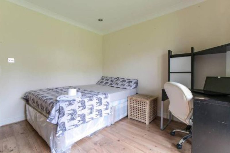 Modern Bright Sunny Double Room in Wembley, casa vacanza a Greenford