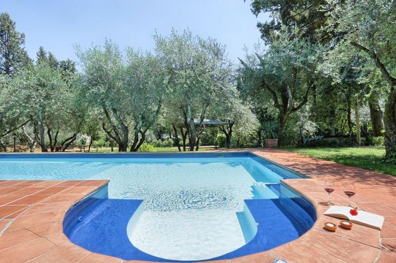 Centro Storico Villa Sleeps 26 with Pool Air Con and WiFi - 5807752, holiday rental in San Martino alla Palma