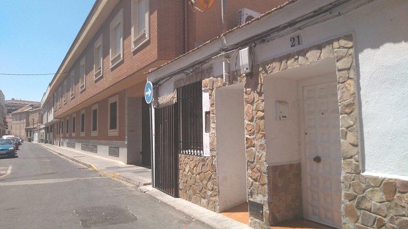 Bajo centrico .la zona libre de apartamento y buena ubicacion, location de vacances à Las Navillas