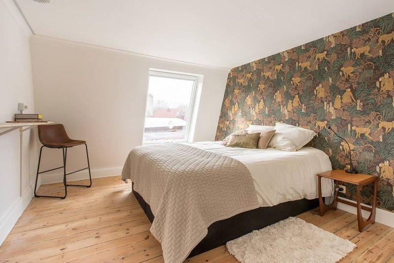 ' Boulevard 15 ', hartje Kortrijk, trendy flat, ontbijt inclusief, 1-10 gasten, alquiler de vacaciones en Roeselare