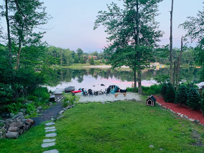 Lake House Gem in the heart of the Poconos; near Camelback  and Kalahari., vacation rental in Tobyhanna