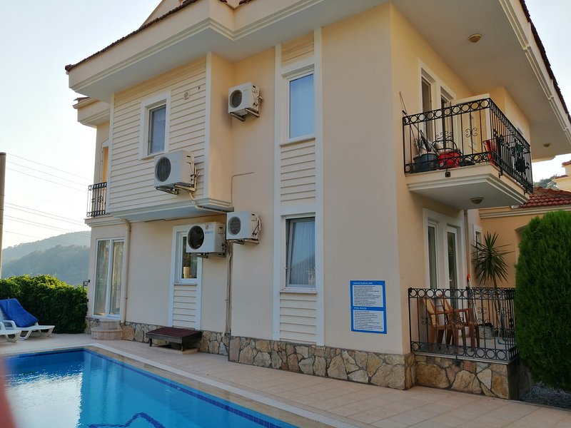 2 BEDROOM LUXURY APARTMENT OPEN TO SWIMMING POOL, holiday rental in Hisaronu