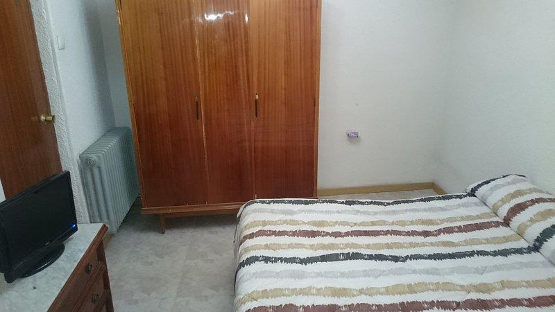 cama y cama doble, holiday rental in Manganeses de la Lampreana