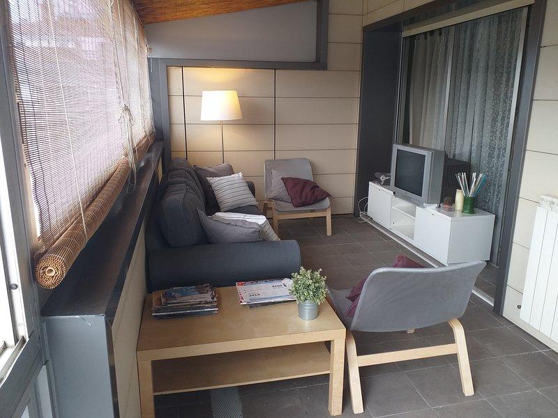 Atico de amplia terraza, en zona de comercio, holiday rental in Lasarte-Oria