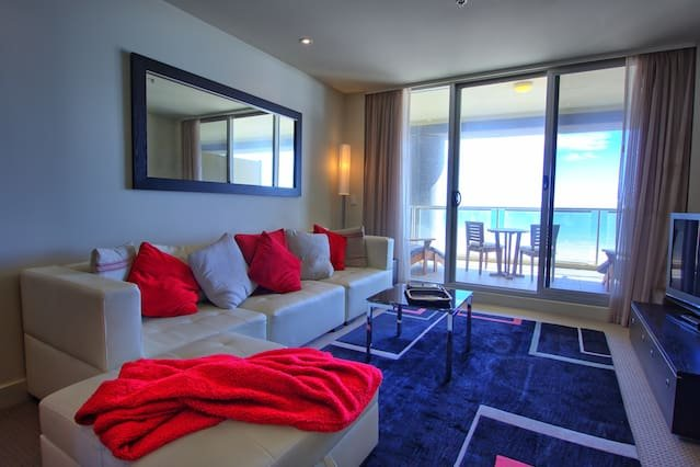 Deluxe Ocean View 1BR w/private balcony, vacation rental in Unley