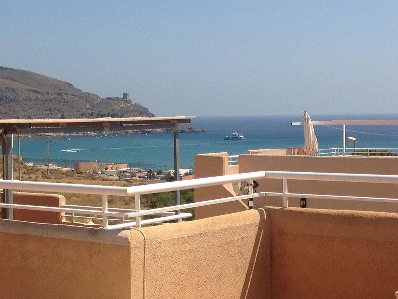 AZ02 Roof top terrace apartment, 2 bedrooms, 1 bathroom, very close to beach, location de vacances à La Azohia