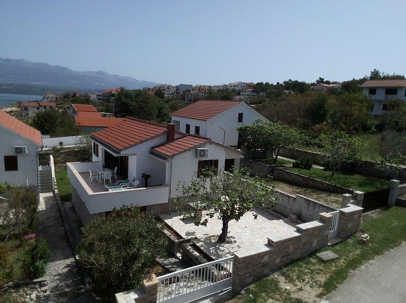 Charming vacation house in Novigrad, casa vacanza a Novigrad