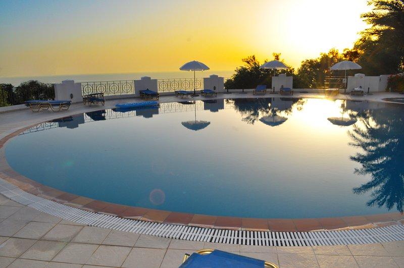 Holiday Apartments Maria with pool - Agios Gordios Beach, location de vacances à Ano Garouna