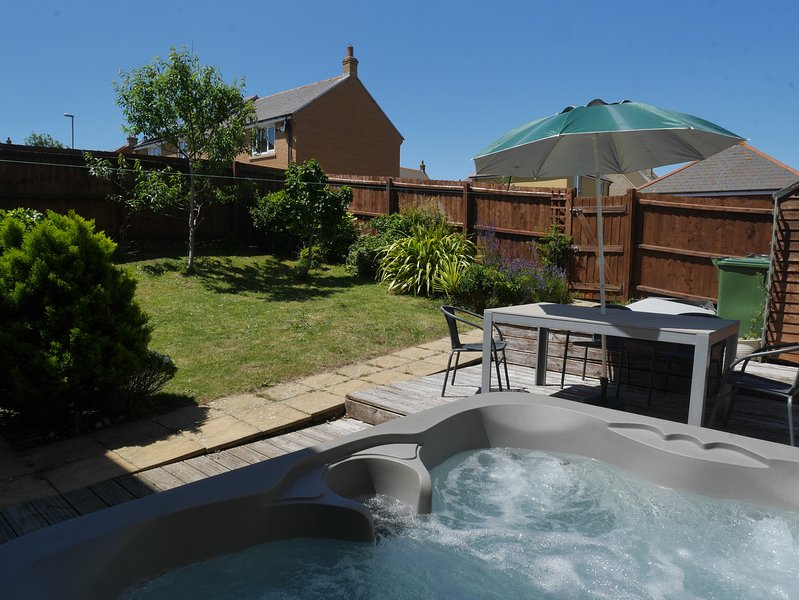 Cliff Walk Cottage with hot tub, vacation rental in Isle of Portland