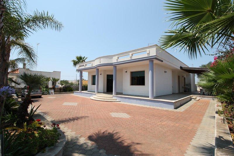 Green Villa - Marina Di Mancaversa, holiday rental in Marina di Mancaversa