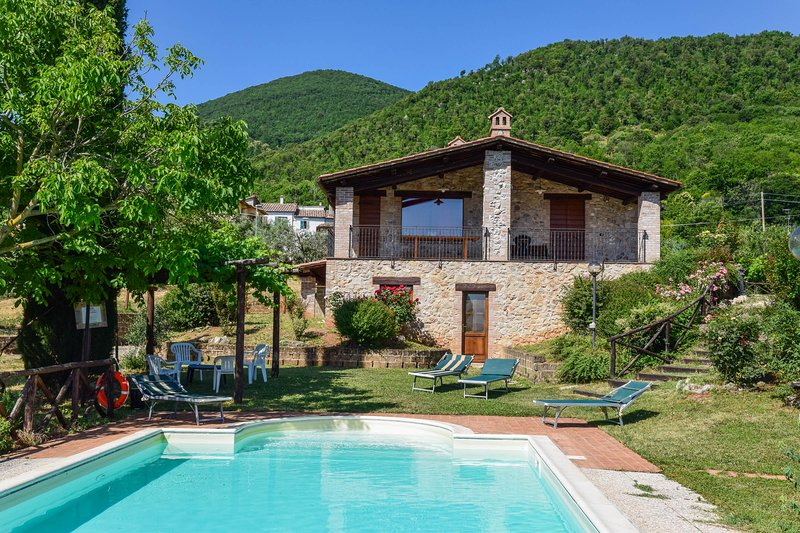 House with private pool, quiet & panoramic views for a relaxing holiday, holiday rental in Pozzo Ciolino
