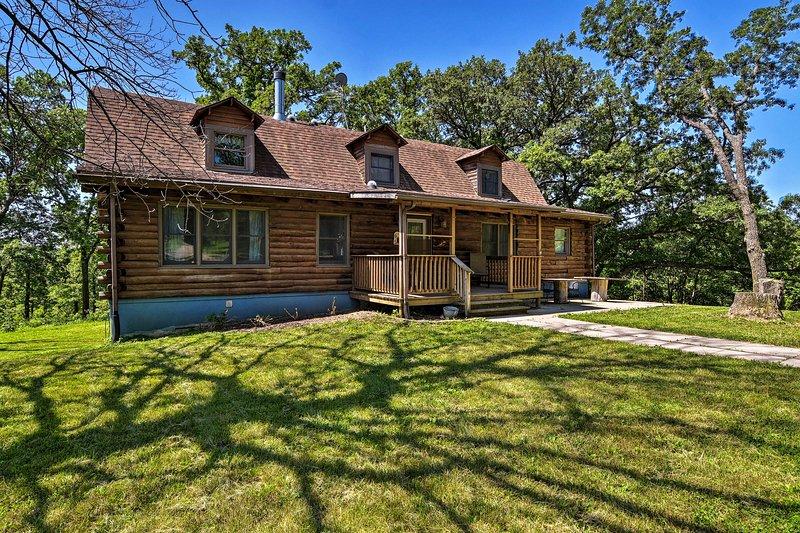 Rural **** Rapids Cabin w/Deck - Hike & Golf!, vacation rental in Jefferson