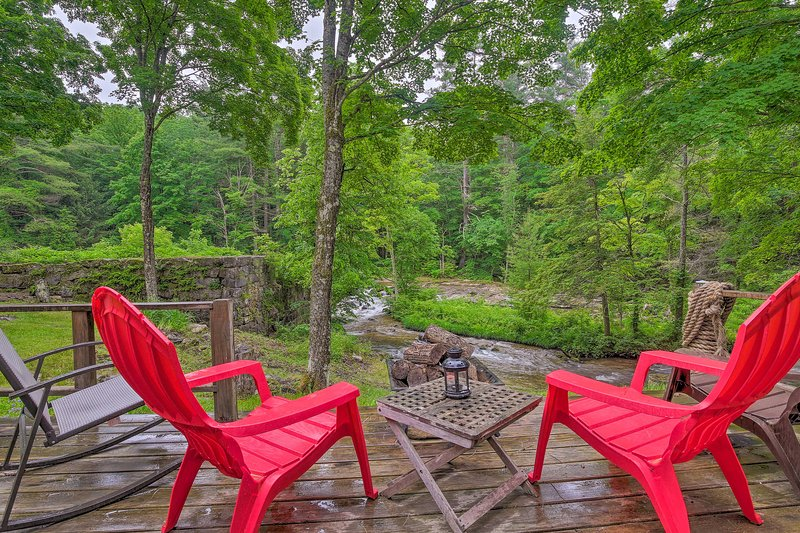 Sit riverside on the deck with views of the historic dam!