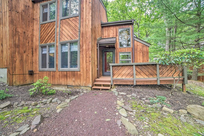 Find this vacation rental just a short walk away from Big Boulder Lake!